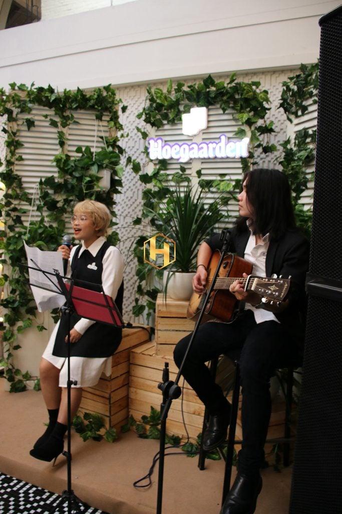 Ca sĩ biểu diễn